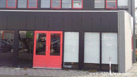 fenstersanierung von holzfenster zu aluminiumfenster mit fassadenverkleidung sowie. Black Bedroom Furniture Sets. Home Design Ideas